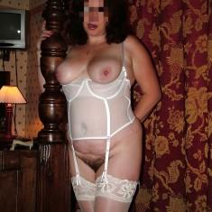 nice, femme brune 45 ans grosse poitrine